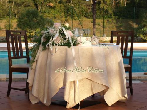 allestimento-floreale-tavolo-degli-sposi-gypsophila-e-rose-rosa4