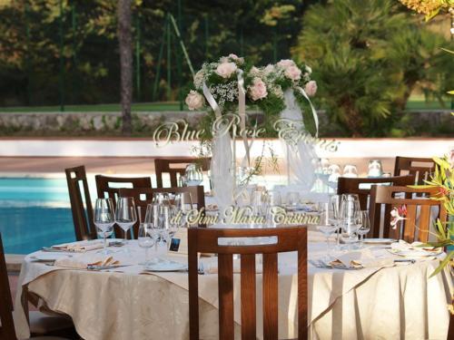 allestimento-floreale-tavolo-ricevimento-gypsophila-e-rose-rosa1