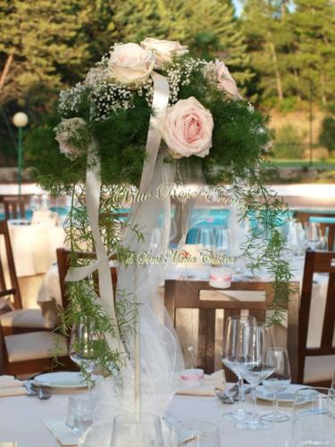 allestimento-floreale-tavolo-ricevimento-gypsophila-e-rose-rosa4