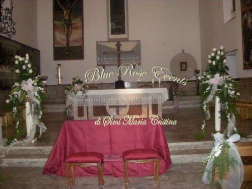 altare-rose-bianche-gambo-lungo-particolare